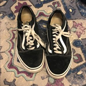 Black and White low rise Vans SIZE 8.5